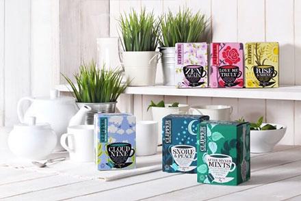 4 smukke te-emballager til hylden i køkkenet